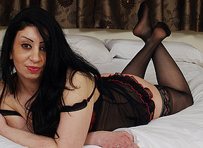 Hot British MILF getting naked and crabby