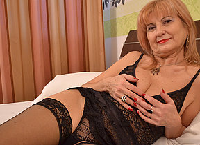 Classy mature lady getting all nasty