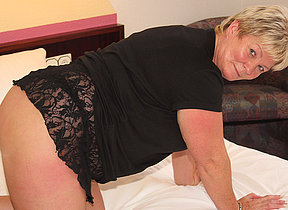 Chubby mature hussy playing with her toys