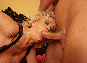 This horny mama gets her weekly creampie