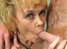 This horny missis moans and comes