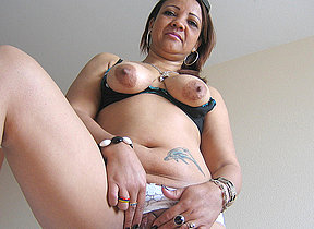 Horny mature Patricia loves playing with her toys