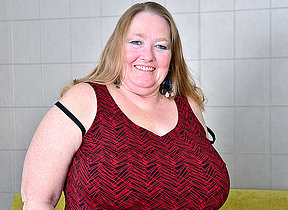 Big breasted mature BBW playing with her vagina