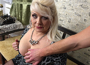 Chubby mature hussy fucking in POV style