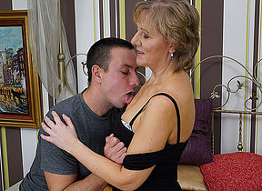 Mature missis gets fucked by her toyboy