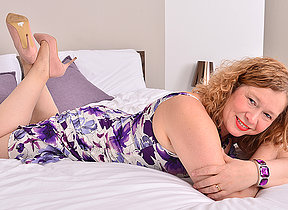 British housewife getting juicy and wild in bed