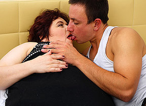 Big curvy mature lady fucking and sucking her younger lover